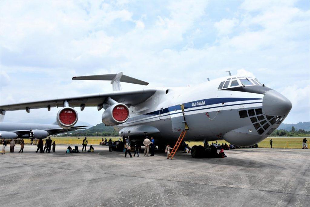 Iljuschin Il-76 ist ein schweres russisches Transportflugzeug