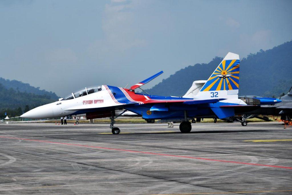 """Su-35 bei der russischen Kunstflugstaffel """"Russkije Witjasi"""""""
